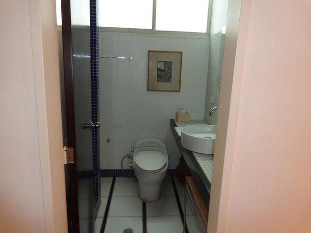 Apartamento Distrito Metropolitano>Caracas>Altamira - Venta:120.000 Precio Referencial - codigo: 19-6342