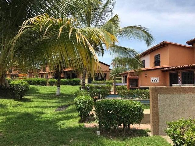 Casa Miranda>Higuerote>Higuerote - Venta:22.000 Precio Referencial - codigo: 19-6496