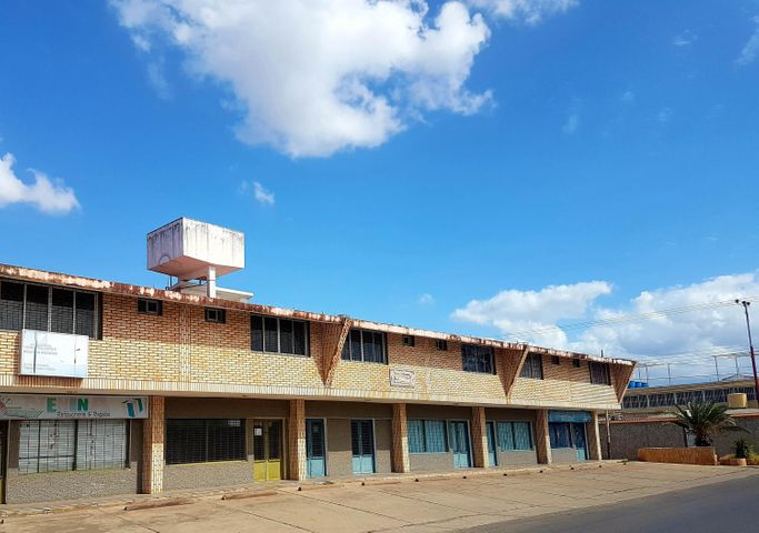 Local Comercial Falcon>Coro>Centro - Venta:3.500 Precio Referencial - codigo: 19-6499