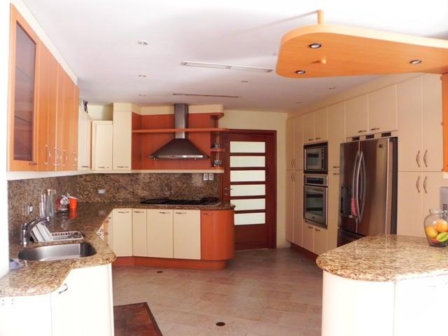 Casa Vargas>Catia La Mar>La colina de Catia la mar - Venta:350.000 Precio Referencial - codigo: 19-6507