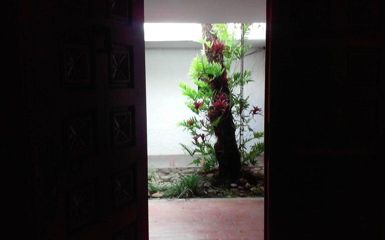Casa Distrito Metropolitano>Caracas>La Boyera - Venta:330.000 Precio Referencial - codigo: 19-6588