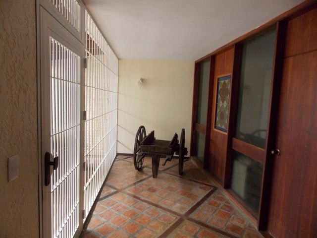 Casa Distrito Metropolitano>Caracas>Santa Paula - Venta:380.000 Precio Referencial - codigo: 19-6731