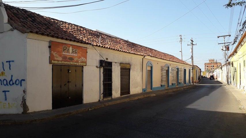 Local Comercial Falcon>Coro>Centro - Venta:30.000 Precio Referencial - codigo: 19-7117