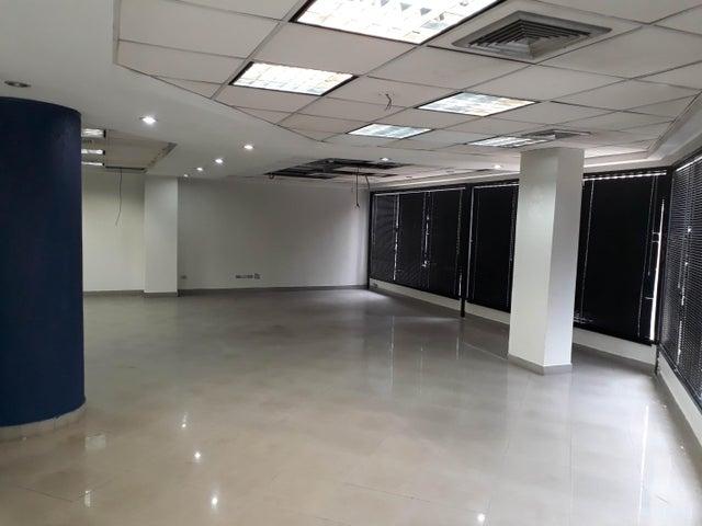 Local Comercial Distrito Metropolitano>Caracas>Parroquia Altagracia - Venta:165.000 Precio Referencial - codigo: 19-6801