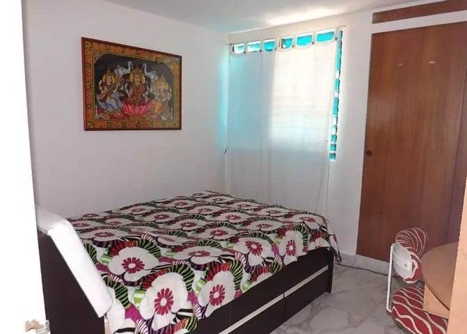 Apartamento Miranda>San Antonio de los Altos>La Rosaleda - Venta:28.000 US Dollar - codigo: 19-6812