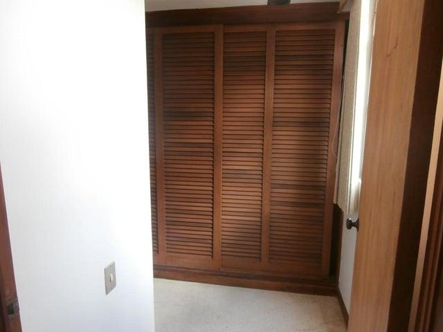 Apartamento Distrito Metropolitano>Caracas>Chulavista - Venta:200.000 Precio Referencial - codigo: 19-6893