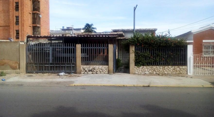 Casa Zulia>Maracaibo>Tierra Negra - Alquiler:120 Precio Referencial - codigo: 19-6990