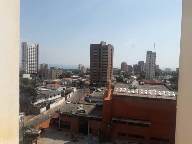 Local Comercial Zulia>Maracaibo>5 de Julio - Venta:22.000 Precio Referencial - codigo: 19-7083