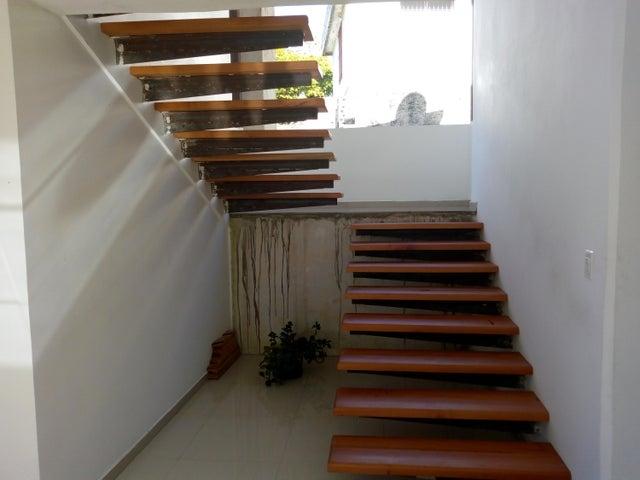 Casa Miranda>San Antonio de los Altos>Parque el Retiro - Venta:200.000 Precio Referencial - codigo: 19-7112