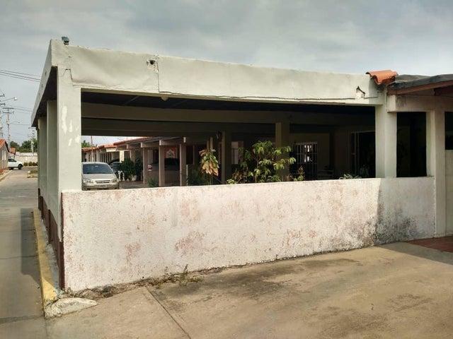 Townhouse Zulia>Ciudad Ojeda>Vargas - Venta:32.000 Precio Referencial - codigo: 19-7215