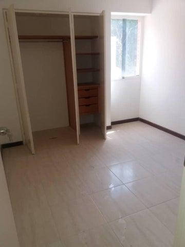 Apartamento Distrito Metropolitano>Caracas>Colinas de Los Chaguaramos - Venta:84.000 Precio Referencial - codigo: 19-7195