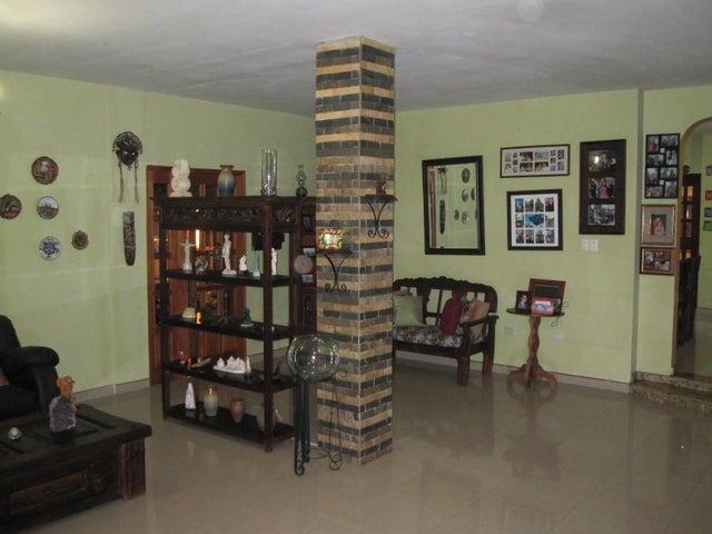 Townhouse Aragua>Turmero>La Mantuana - Venta:170.000 Precio Referencial - codigo: 19-7239