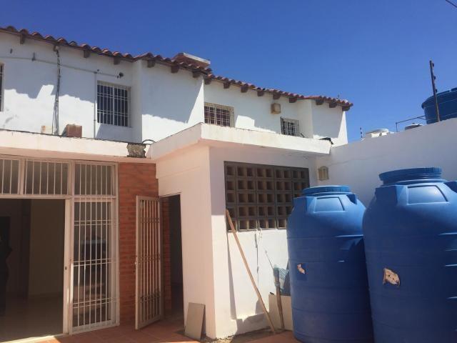 Townhouse Falcon>Punto Fijo>Santa Irene - Venta:33.000 Precio Referencial - codigo: 19-7258