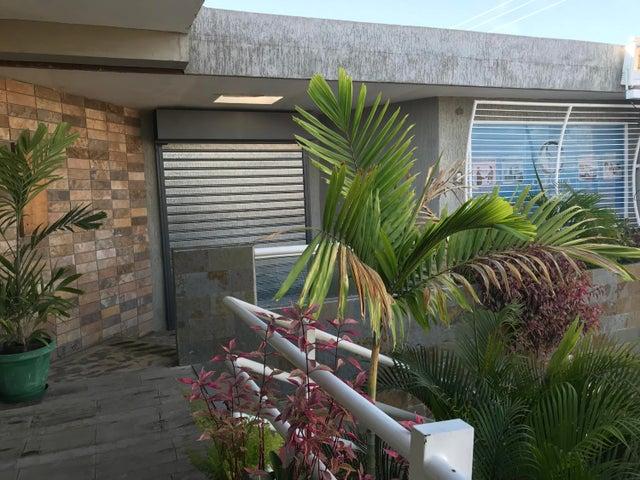 Local Comercial Zulia>Ciudad Ojeda>Plaza Alonso - Alquiler:200 Precio Referencial - codigo: 19-7293