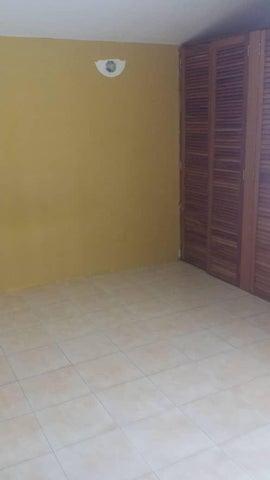 Townhouse Miranda>Guarenas>Nueva Casarapa - Venta:18.000 Precio Referencial - codigo: 19-7408