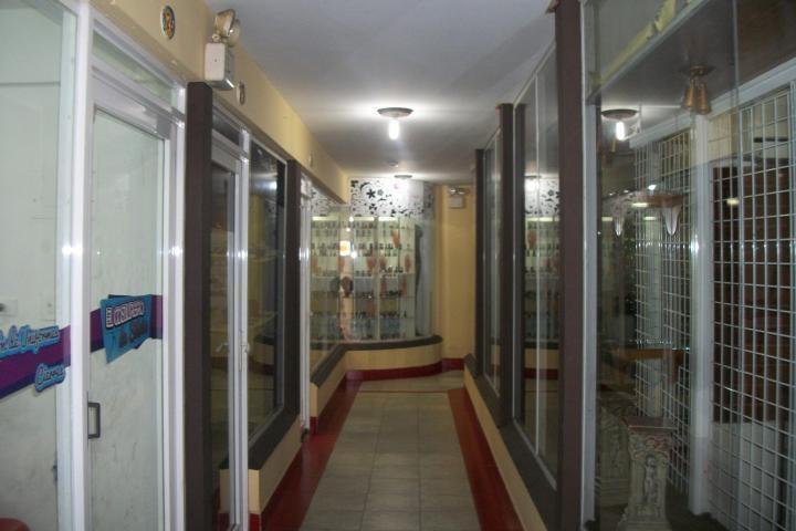Local Comercial Zulia>Ciudad Ojeda>Avenida Vargas - Venta:2.300 Precio Referencial - codigo: 19-7356