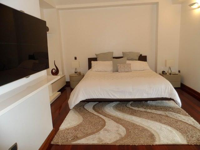 Casa Distrito Metropolitano>Caracas>Alto Hatillo - Venta:680.000 Precio Referencial - codigo: 19-7413