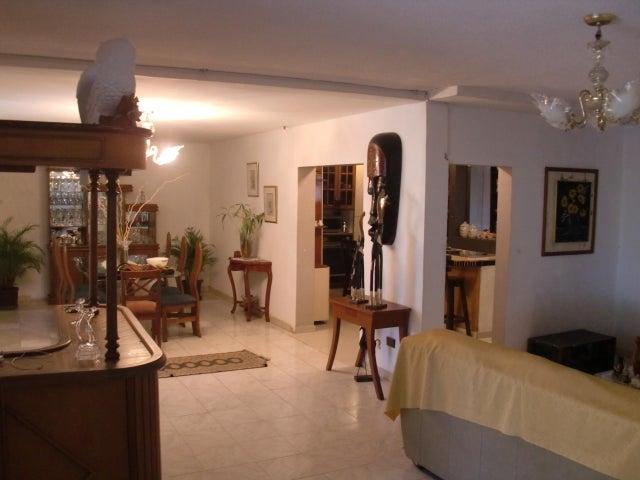 Casa Distrito Metropolitano>Caracas>Colinas de las Acacias - Venta:150.000 Precio Referencial - codigo: 19-7444