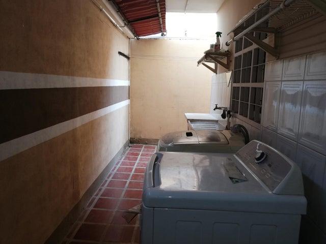 Townhouse Zulia>Ciudad Ojeda>Bermudez - Alquiler:600 Precio Referencial - codigo: 19-7201