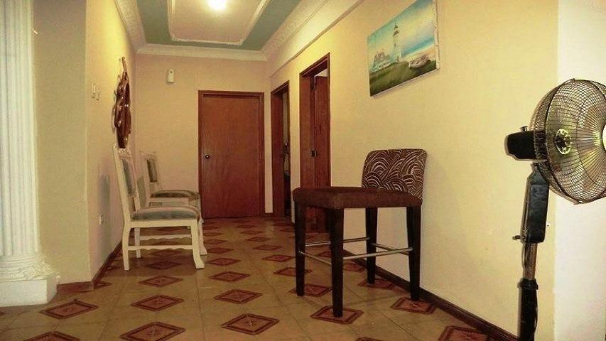 Casa Vargas>La Guaira>Macuto - Venta:110.000 Precio Referencial - codigo: 19-7563