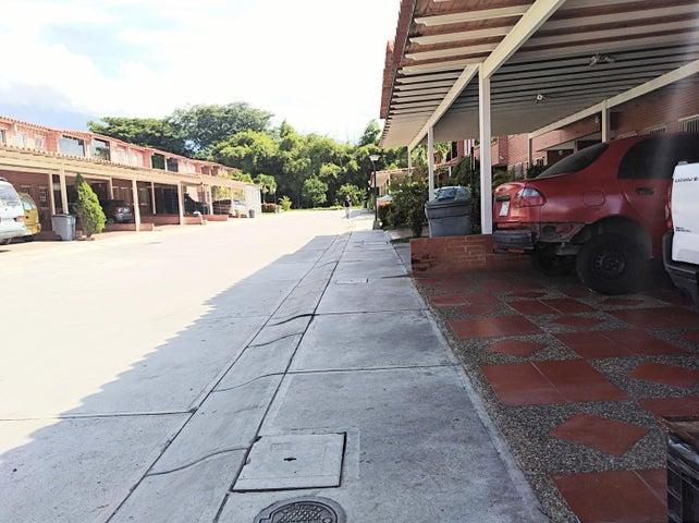 Townhouse Miranda>Guatire>Terrazas del Ingenio - Venta:30.000 Precio Referencial - codigo: 19-7696