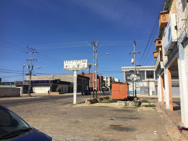 Local Comercial Falcon>Punto Fijo>Puerta Maraven - Venta:8.000 Precio Referencial - codigo: 19-7717