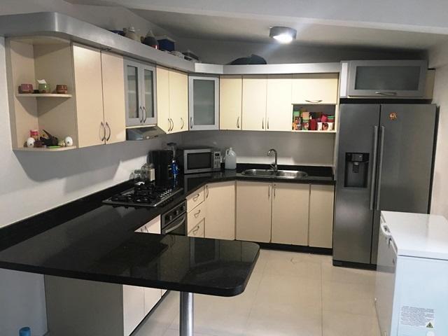 Townhouse Miranda>Guarenas>Nueva Casarapa - Venta:35.000 Precio Referencial - codigo: 19-7237