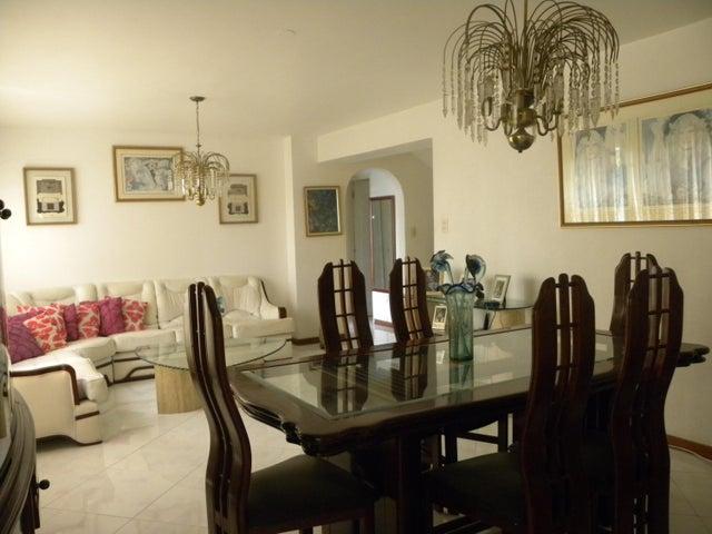 Townhouse Miranda>San Antonio de los Altos>La Arboleda - Venta:150.000 Precio Referencial - codigo: 19-7939