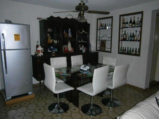 Casa Carabobo>Municipio San Diego>La Esmeralda - Venta:25.000 Precio Referencial - codigo: 19-7854