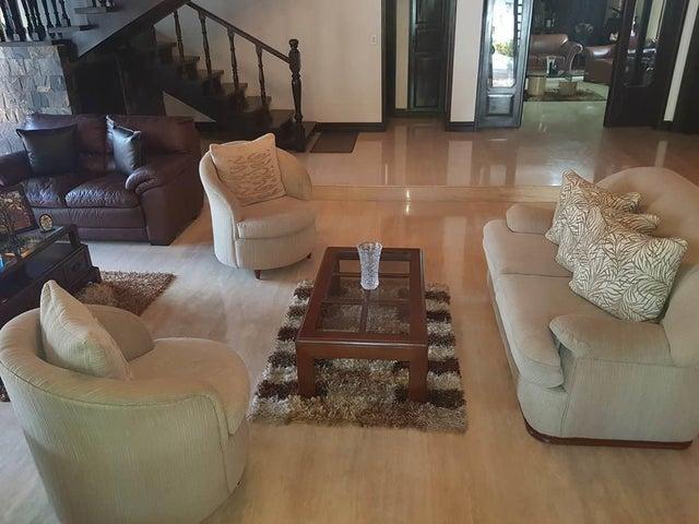Casa Distrito Metropolitano>Caracas>Prados del Este - Venta:500.000 Precio Referencial - codigo: 19-7859