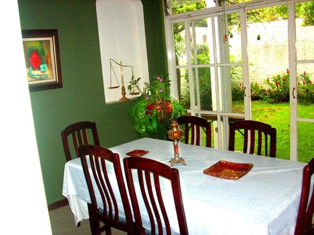 Casa Distrito Metropolitano>Caracas>El Cafetal - Venta:250.000 Precio Referencial - codigo: 19-7896