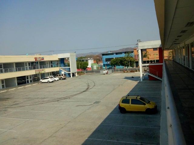 Local Comercial Carabobo>Municipio Los Guayos>Paraparal - Venta:7.000 Precio Referencial - codigo: 19-7914