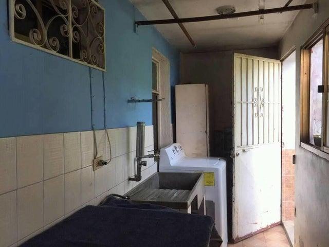 Apartamento Miranda>Los Teques>Los Teques - Venta:15.000 Precio Referencial - codigo: 19-7944