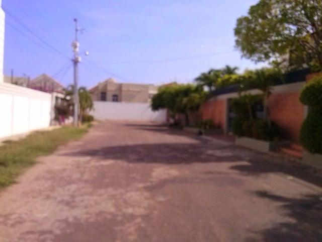 Terreno Zulia>Maracaibo>Fuerzas Armadas - Alquiler:150 Precio Referencial - codigo: 19-7946