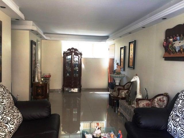 Apartamento Distrito Metropolitano>Caracas>El Marques - Venta:35.000 Precio Referencial - codigo: 19-7959