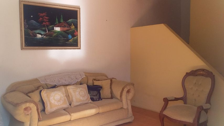 Townhouse Zulia>Municipio San Francisco>Los Samanes - Venta:5.250 Precio Referencial - codigo: 19-7992