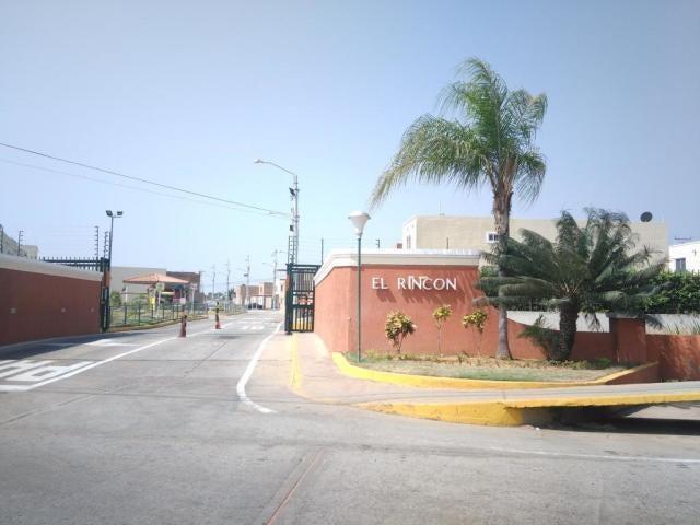Townhouse Zulia>Maracaibo>Via La Concepcion - Venta:5.700 Precio Referencial - codigo: 19-7994