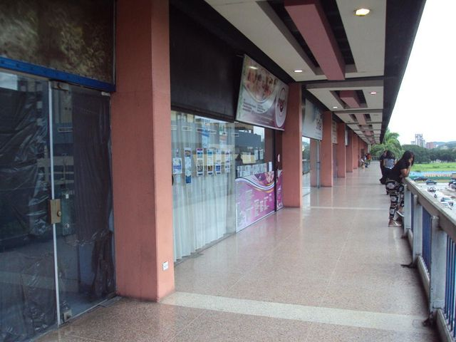 Local Comercial Aragua>Maracay>Parque Aragua - Alquiler:110 Precio Referencial - codigo: 19-8012