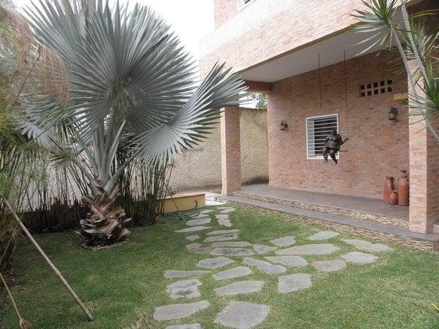Casa Distrito Metropolitano>Caracas>La Lagunita Country Club - Venta:300.000 Precio Referencial - codigo: 19-8507