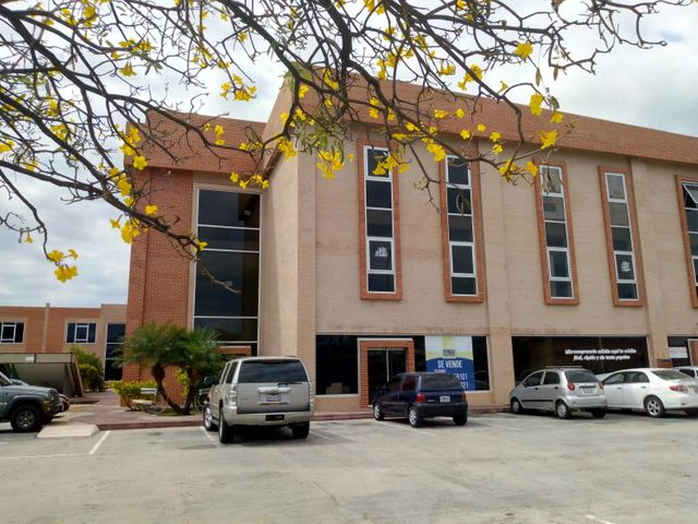 Local Comercial Carabobo>Valencia>Zona Industrial - Alquiler:300 Precio Referencial - codigo: 19-8128