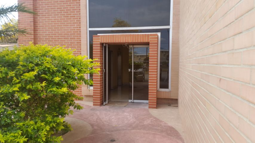 Local Comercial Carabobo>Valencia>Zona Industrial - Alquiler:150 Precio Referencial - codigo: 19-8150