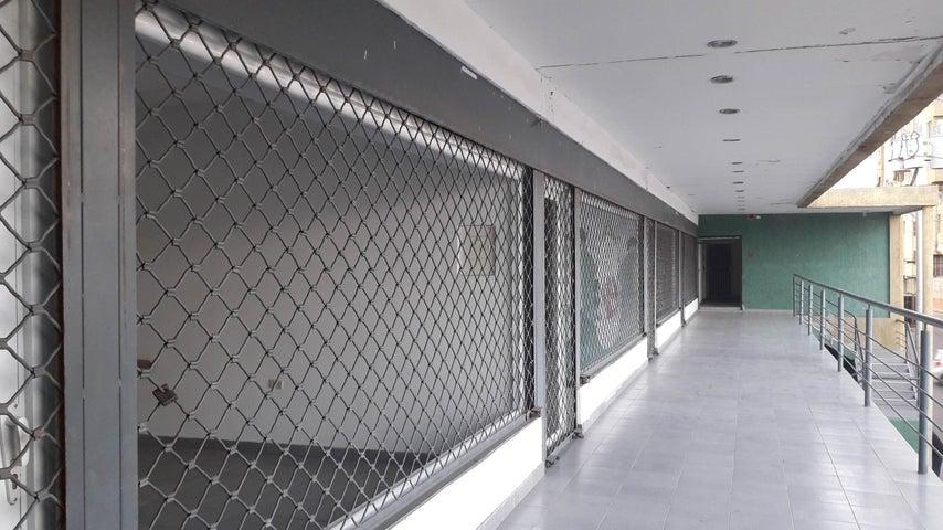 Edificio Falcon>Coro>Centro - Venta:190.000 Precio Referencial - codigo: 19-8157