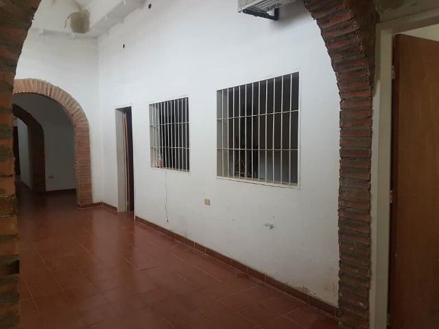 Casa Lara>Barquisimeto>Centro - Venta:135.000 Precio Referencial - codigo: 19-8166