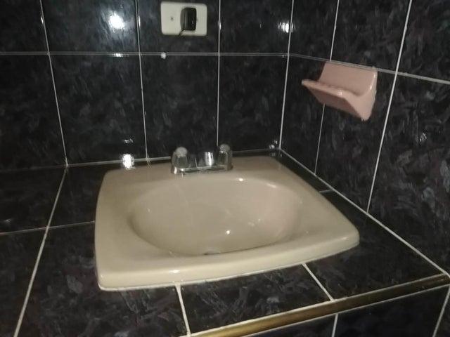 Apartamento Lara>Barquisimeto>Centro - Venta:20.000 Precio Referencial - codigo: 19-8240