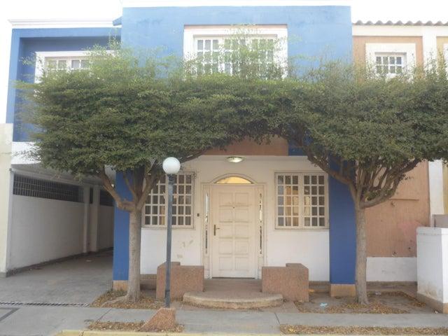 Townhouse Zulia>Ciudad Ojeda>Cristobal Colon - Venta:40.000 Precio Referencial - codigo: 19-8238