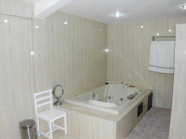 Casa Lara>Barquisimeto>Del Este - Venta:265.000 Precio Referencial - codigo: 19-8254