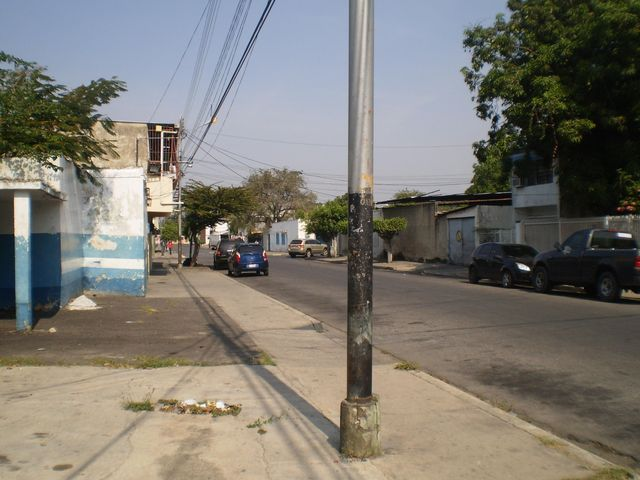 Galpon - Deposito Aragua>Maracay>Santa Rosa - Alquiler:250 Precio Referencial - codigo: 19-8376