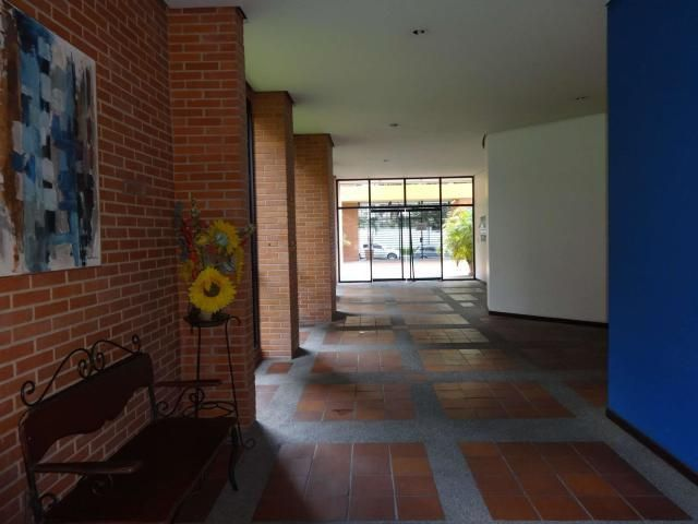 Apartamento Distrito Metropolitano>Caracas>Santa Eduvigis - Venta:120.000 Precio Referencial - codigo: 19-8412