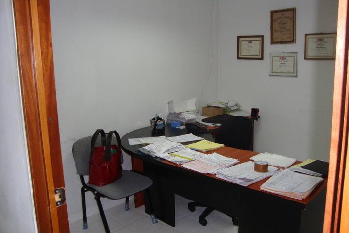Local Comercial Lara>Barquisimeto>El Ujano - Venta:22.000 Precio Referencial - codigo: 19-8402