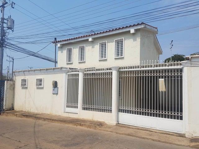 Casa Falcon>Coro>Centro - Venta:35.000 Precio Referencial - codigo: 19-8508